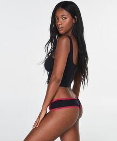 Brazilian Ursula, Zwart