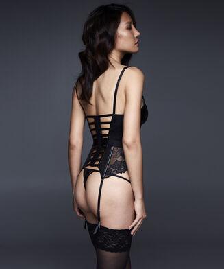 String Nyke, Zwart