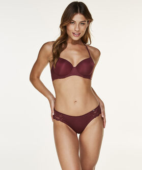 Brazilian Angie, Rood