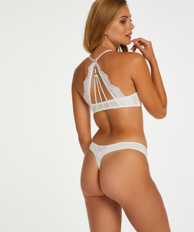 String Melissa, Wit, main