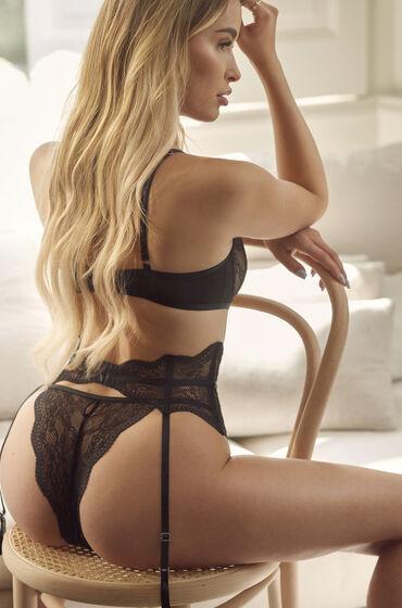 Brazilian Isabelle Zwart