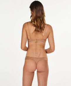 String Angie Nude, Huidskleur