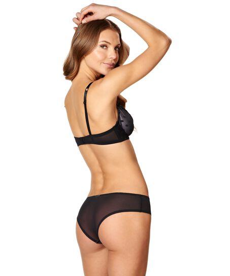 Brazilian Elle, Zwart