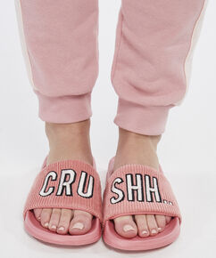 Slipper Hot Stuff, Roze