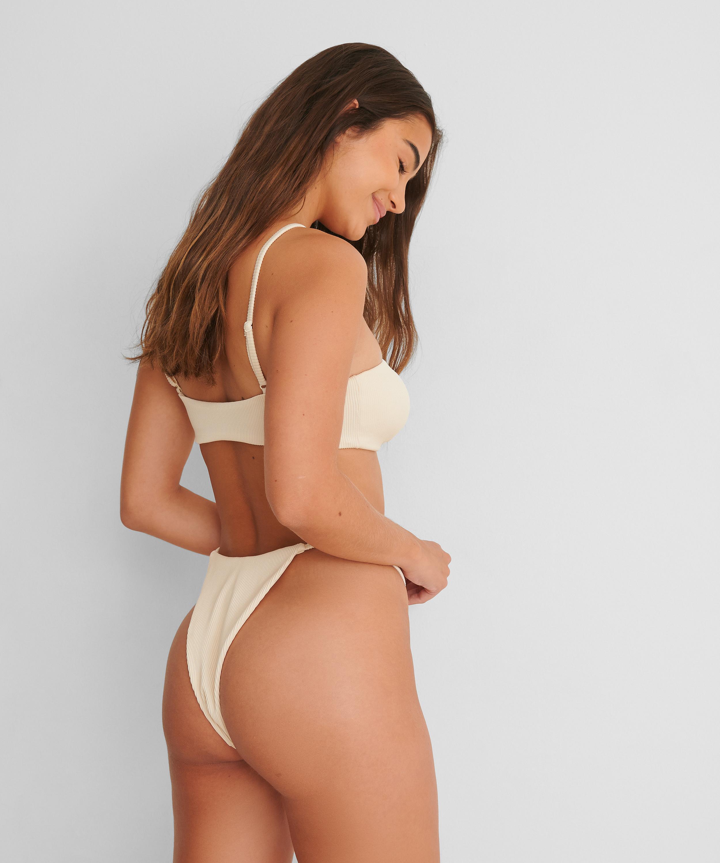 Hoog uitgesneden bikinibroekje Texture HKM x NA-KD, Wit, main