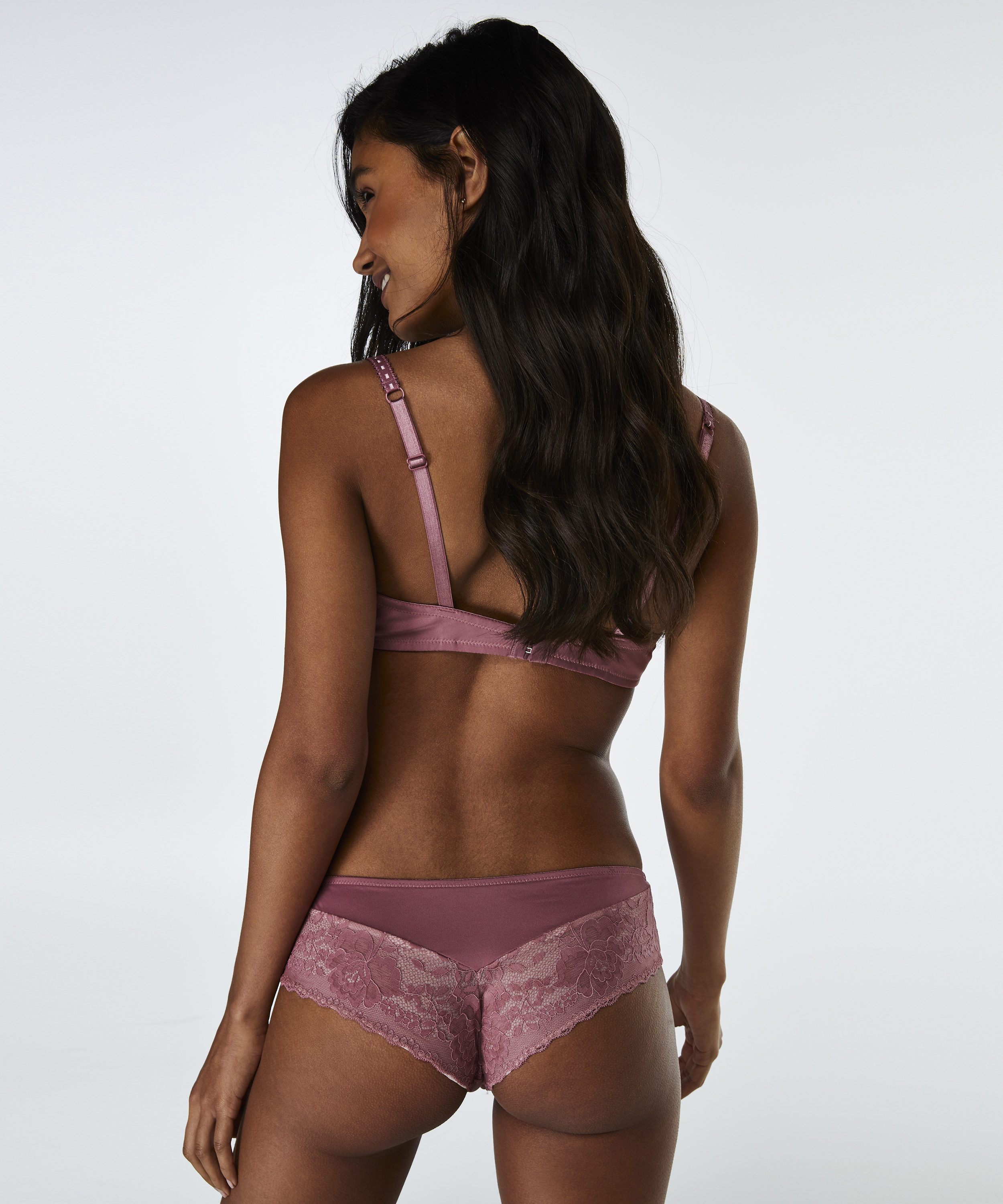 Brazilian Theresa, Roze, main